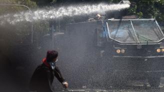 Полицията в Грузия използва водни оръдия и сълзотворен газ, за да прогони демонстрантите около парламента в Тбилиси