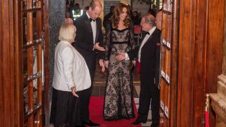 Херцогинята на Кеймбридж Катрин впечатли с дантелена рокля