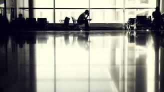 Близо 100 души са блокирани на летище в Милано. Причината - не е ясна, екипажът обаче го няма