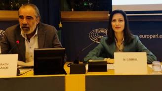 Мария Габриел: Цифровите решения и иновациите дават нови перспективи за развитие на пчеларството