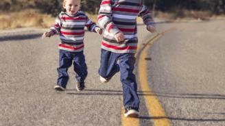 3-годишно дете изскочи внезапно на пътя и предизвика катастрофа