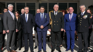"""Посланикът на Испания връчи Орден за полицейски заслуги на началника на отдел """"Наркотици"""" в ГДБОП"""