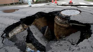 Кола пропадна в дупка с вряла вода на пътя в Русия, двама загинаха