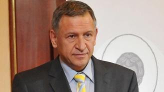 Стойчо Кацаров обясни защо хоспитализирането на един болен протича толкова бавно