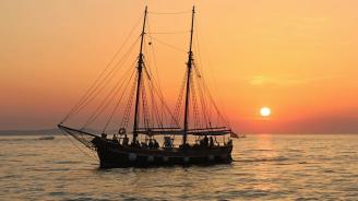 Йеменските бунтовници хуси освободиха три плавателни съда и 16 човека