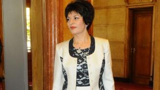Десислава Атанасова: Другарите забравиха ли вече?