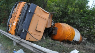 "Катастрофа сериозно затруднява движението по АМ ""Тракия"" в посока Бургас"