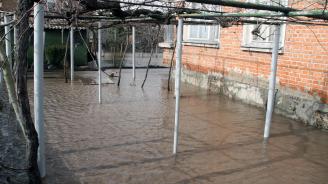 Отводнителен канал преля и наводни четири къщи в санданското село Ново Делчево