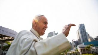 Папа Франциск: Пазете жените и децата