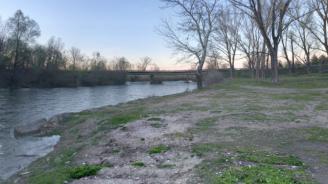 Коритото на река Осъм пресъхва по тъмно, стотици пъстърви умират