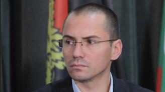 Джамбазки подари книга за Македонския въпрос на членовете на делегацията на ЕС за Македония
