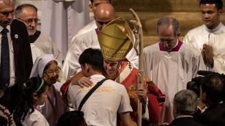 Пет любопитни акцента от визитата на папата в Тайланд