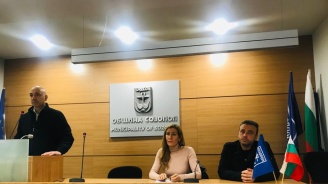 Ангелкова пред жители на Созопол: Близо сме до хората