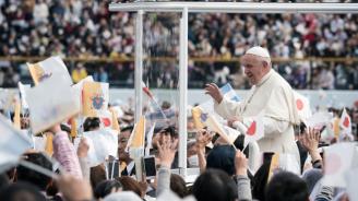 "Папа Франциск се вози в Нагасаки на ""папомобил"" с водородно гориво"
