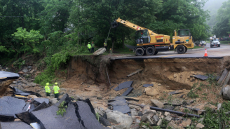 Заради проливните дъждове - рухна част от магистрала в Италия
