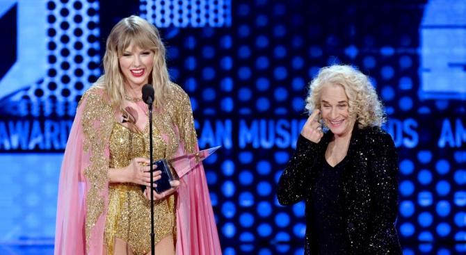Тейлър Суифт спечели наградата за изпълнителка на годината и за