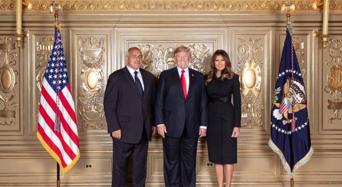 Министър-председателят Бойко Борисов бе посрещнат с прегръдка от президента на