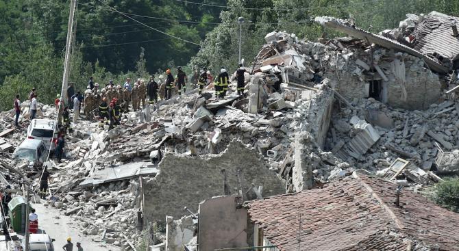 Снимка: 10 млн. души в 6 държави са усетили труса в Албания