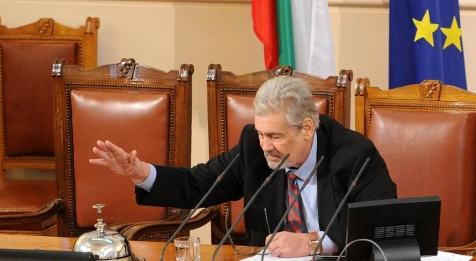 Депутатите почетоха с минута мълчание паметта на легендата на българското