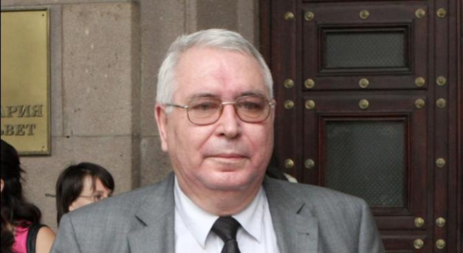 Почина проф. Любен Корнезов