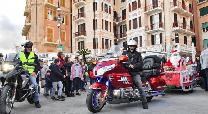 Италианският Дядо Коледа впрегна мотоциклети в шейната си