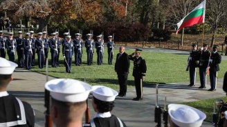 "Премиерът Бойко Борисов поднесе венец на Мемориала на незнайния воин в ""Арлингтън"""