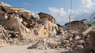 Един човек е загинал, след като скочил от високо при силното земетресение в Албания