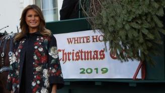 Мелания Тръмп посрещна в Белия дом огромната коледна елха