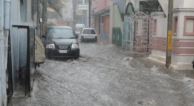 Наводненията във Франция взеха две жертви