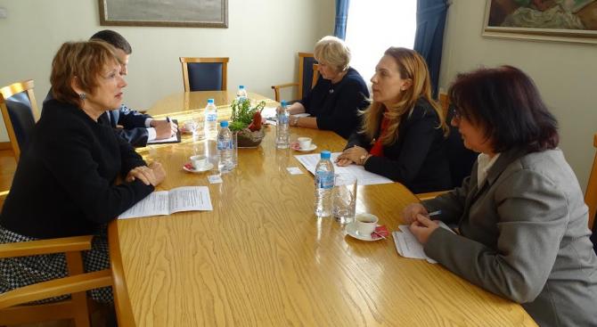 Вицепремиерът Марияна Николова се срещна с посланика на Нидерландия