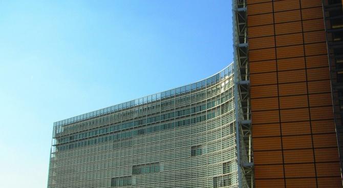 """ЕК настоява Кипър да разследва """"златните паспорти"""""""