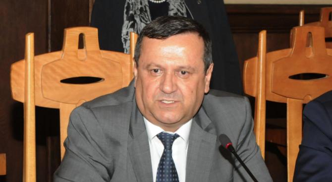 """Хасан Адемов: Смяната на министър на принципа """"стани да седна"""" няма да реши проблемите"""