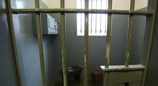 Задържаха за срок до 72 часа мъжа, обвинен за убийството на баща си в Ахтопол