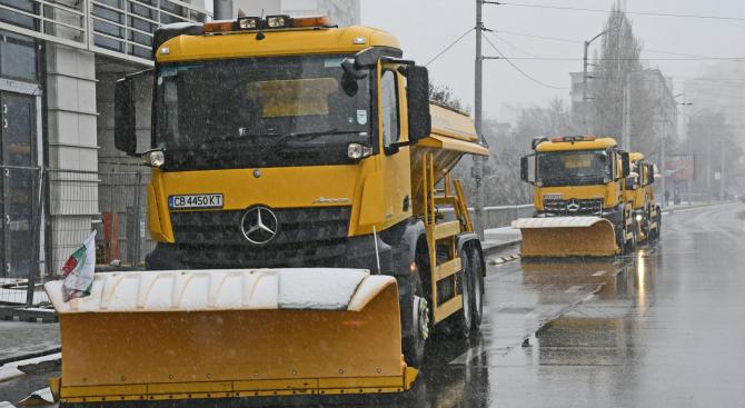 130 снегопочистващи машини са на терен в София