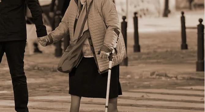 Шофьор блъсна и уби баба на пешеходна пътека
