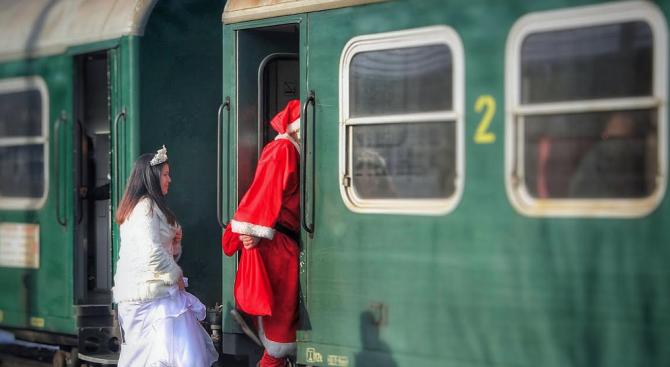 """Дядо Коледа ще пътува във влак """"Родопи"""" от Септември за Добринище"""
