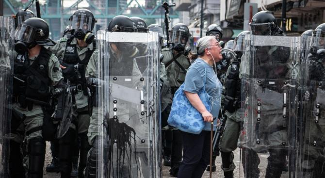 Десетки хиляди протестират в Хонконг