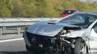 Мъртво пиян заби колата си в мантинела край Монтана