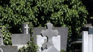 Хванаха извършителите, изпочупили гробове в Нова Загора