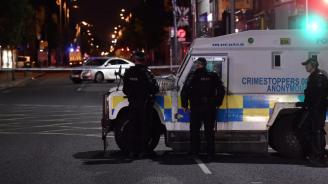 Нападнаха с граната полицейска патрулка в Белфаст