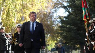 Каракачанов: Морското училище е еталон за висше учебно заведение и за военно училище не само в България