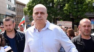 Слави Трифонов за партийните субсидии: Сго-дих-ме-се!