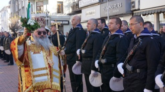 Морските хора във Варна празнуват Никулден