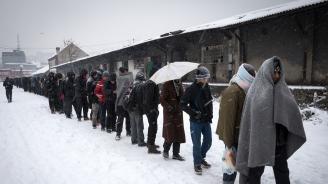 Мигранти в Босна топят сняг, за да пият вода