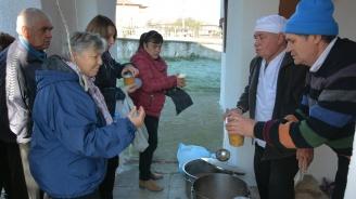 Раздадоха рибен курбан за празника на Симеоновград