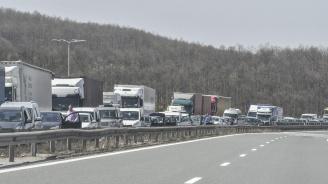 Катастрофа край Вакарел предизвика задръстване