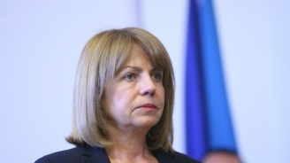 Пешеходците да внимават за заледени улици, призова Фандъкова