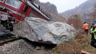 Пътнически влак дерайлира до Кърджали