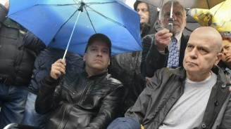Сценарист на Слави: Г-н Трифонов е заможен човек