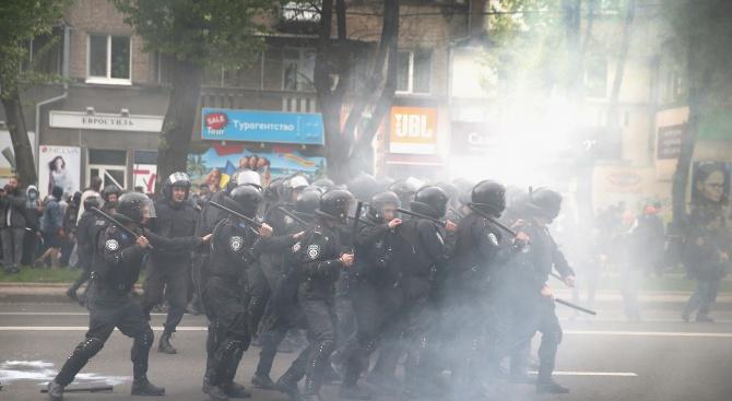 Киев: Яйца, траур и протести